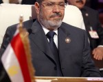 埃及开罗上诉法院院长9日宣布,穆尔西将与其他14名穆斯林兄弟会(穆兄会)高层一同以暴力杀害抗议者罪名受审。( AFP PHOTO/KARIM SAHIB)