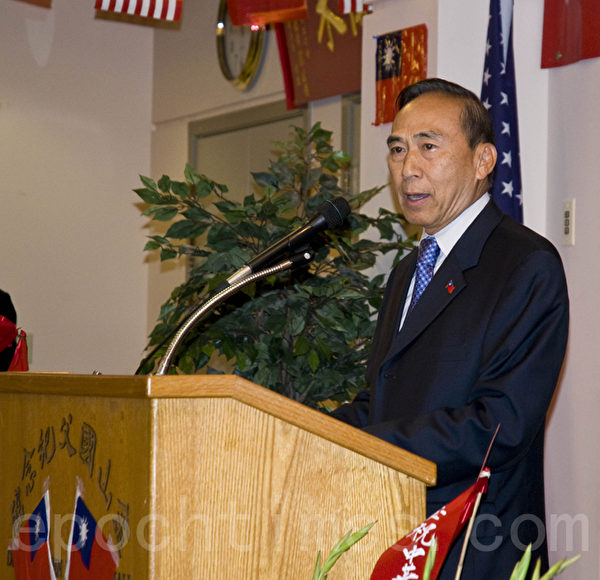 舊金山灣區國慶籌備委員會總幹事長鍾維君在慶祝活動上表示,中華民國內外必須團結進取。(曹景哲/大紀元)