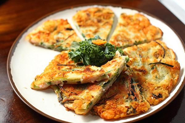 海鲜饼。(摄影:张学慧/大纪元)