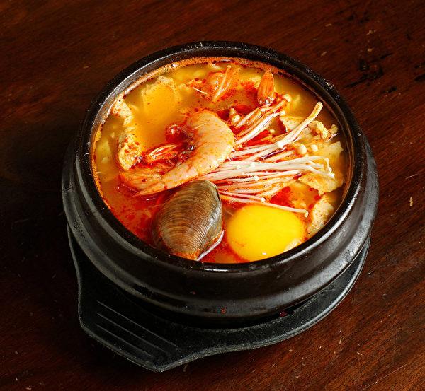 海鲜豆腐煲。(摄影:张学慧/大纪元)