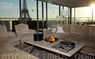 巴黎香格里拉大酒店,位于艾菲尔铁塔的对岸。建于1896年, 并列为历史建筑,原是法国王子Roland Bonaparte 的居所。图为酒店的全景套房 La Suite Panoramique。(ERIC PIERMONT/AFP/Getty Images)