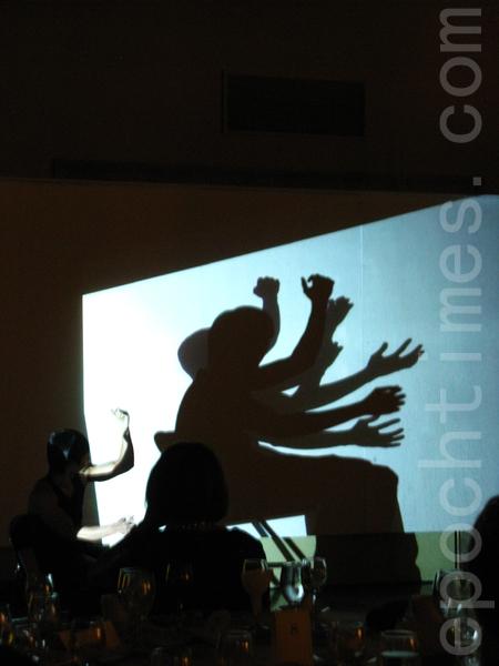 編舞家黃翊表演駐村新作「地平線下」(攝影﹕馮文鸞/大紀元)