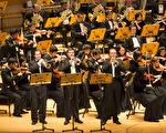 神韵交响乐团在橙县艺术中心音乐厅的首场演出,在观众经久不息的掌声中落幕。(戴兵/大纪元)