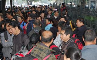 組圖:5千失業銀行員工北京抗議示威