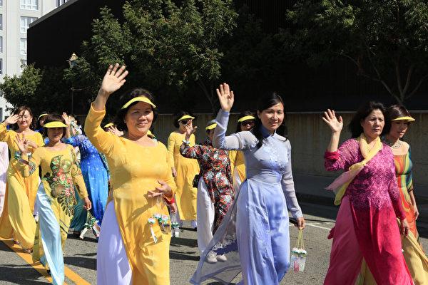 2013年10月20日,美国洛杉矶中国城,法轮功学员大游行。(摄影:李明)