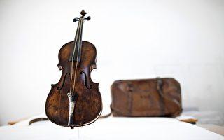 """""""泰坦尼克号""""沉船小提琴拍出百万英镑"""
