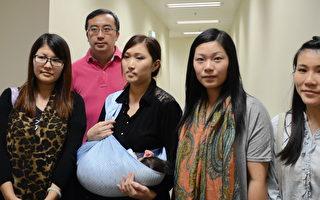 香港上水粉岭妈妈会代表昨日会见教育局局长吴克俭。(梁路思/大纪元)