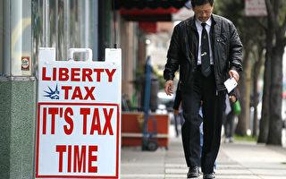 美國國稅局(IRS)專員表示,為更好地識別身份欺詐和盜竊,將退稅申請延遲至2月15日才開始,大多數家庭可能需要等到2月底才會收到退稅。(Justin Sullivan/Getty Images)
