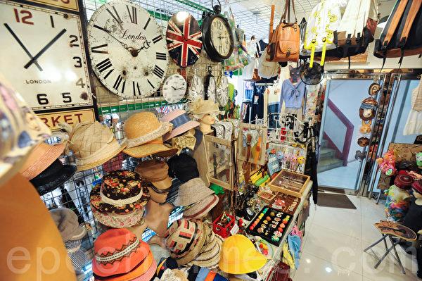 产品有6成是文化屋的设计师亲手制造,4成则是从世界各地搜罗不同文化的精品。(孙青天/大纪元)