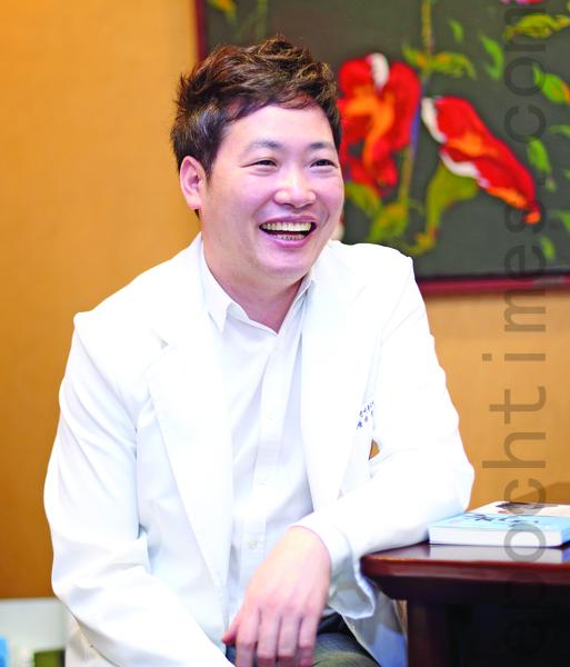 首爾「清潭NB Clinic」美容中心首席院長李黃熙教授。(全宇/大紀元)