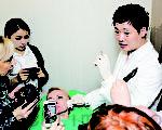 10月17日,俄羅斯、哈薩克等8名外國醫生專程赴韓國向李黃熙教授學習「童顏術」。(全宇/大紀元)