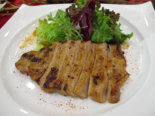 南侨美食餐饮集团旗下宝莱纳餐厅的麻油松阪肉猪排(图:南侨提供)