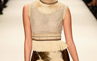 """2013年世界各地的国际时装秀引领""""金色时尚潮""""。 ( Ian Gavan/Getty Images)"""