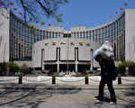 大陆银行危机一旦爆发,高达107万亿的广义货币将引起金融海啸。(AFP PHOTO/Mark RALSTON)