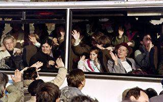 波士尼亚自1992年至1995年爆发战争以来,导致大约10万人丧命、超过200万人逃离家园。(AFP PHOTO PATRICK BAZ)