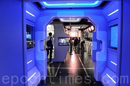 位于旺角信和中心 20楼的Secret Base,设计科幻,彷如置身太空船舱内。(宋祥龙/大纪元)