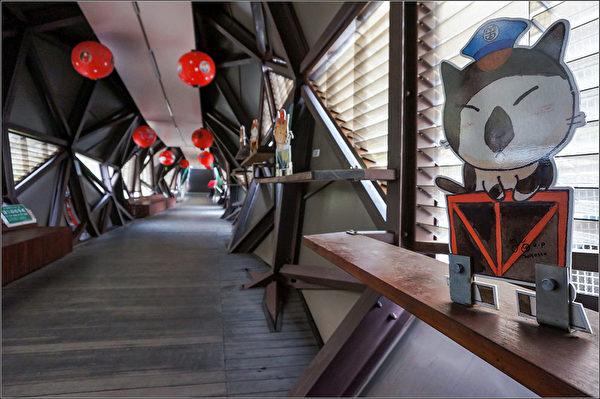美國有線電視新聞網(CNN)評選猴硐貓村為全球6大賞貓景點。新北市府8日表示,猴硐的貓橋為改建的鐵路陸橋,人貓共用的體貼設計,更貼近當地生活與人文。(觀光旅遊局提供)