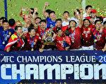 广州恒大以客场进球多优势,击败首尔FC,赢得了亚冠联赛冠军。 (Photo by Thananuwat Srirasant/Getty Images)