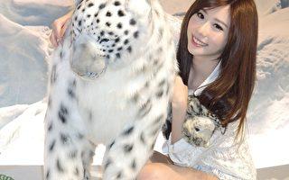 张景岚开心见云豹,还想要有专属宠物。(宽宏艺术提供)