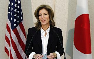 2013年11月15日,新任美國駐日大使卡洛琳.甘迺迪搭機抵達日本履新。圖為卡洛琳在成田國際機場的記者會。(KOJI SASAHARA / POOL / AFP)