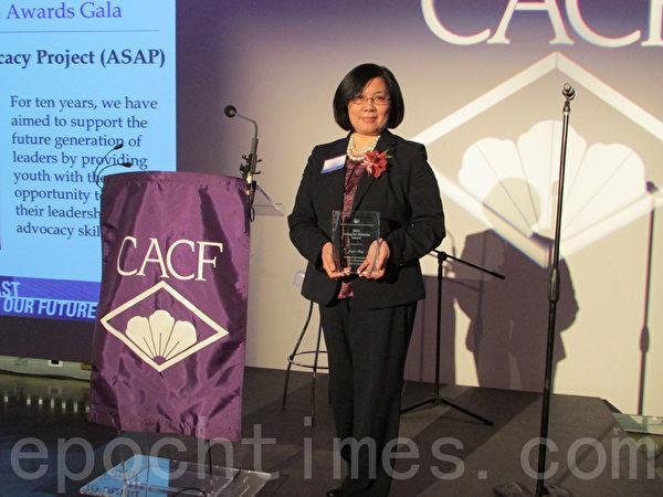 纽约市立大学研究所梅邓妙兰获奖。(摄影:倩雪/大纪元)