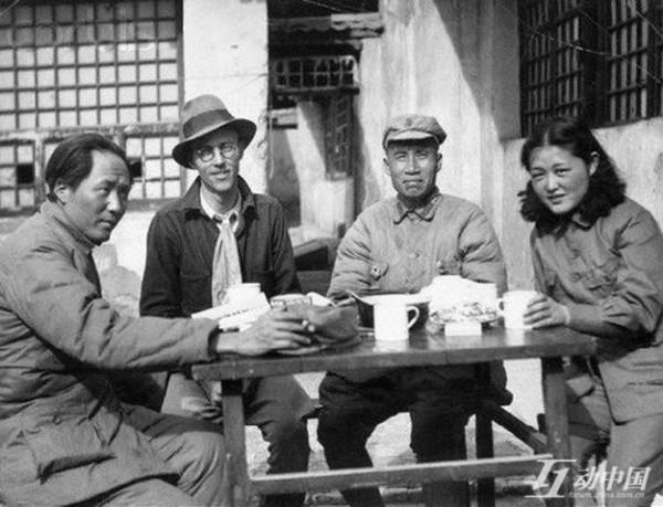 左一為毛澤東,右一為吳莉莉(網絡圖片)