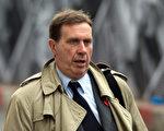 英国电话窃听案的被告前世界新闻报编辑古德曼,早在2005年7月的电子邮件中就透露,自己可能会坐牢。(Leon Neal/AFP)