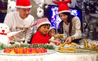 为小朋友而设特色的自助餐,让小朋友以 DIY圣诞饼干,朱古力、棉花糖等材料,自制圣诞甜点。(林怡/大纪元)