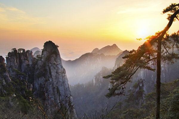 奇迹之上,苍穹缄默如初,一如人类第一次仰望她时,苍茫亘古,一万年不变。(图片来源: photos.com)