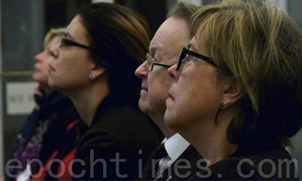 研討會上,瑞典國會議員們深受觸動,有的甚至流下了眼淚。(攝影:李志賀/大紀元)