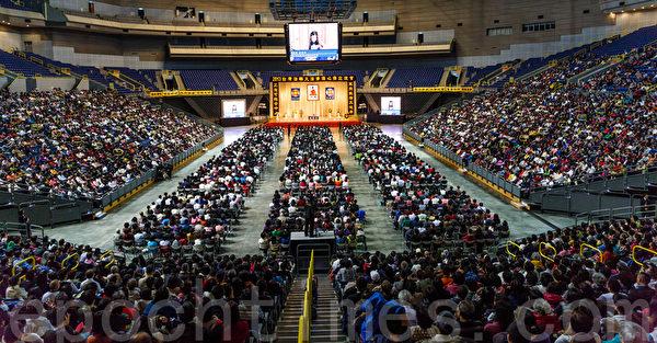 法轮大法洪传世界21年,全球一亿多的学员,除中国大陆,台湾有数十万人修炼法轮功。今年刚刚举行的法轮大法修炼心得交流会,有7,000多名来自多个国家和台湾本地的部分法轮功修炼者。图为台湾高雄法轮大法法会现场。(郑顺利/大纪元)