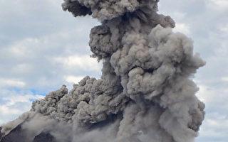 组图:印尼西纳彭火山狂喷 列最危险状态