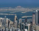 在临海商业区对面的亚特兰蒂斯酒店。阿联酋迪拜击败俄罗斯叶卡特琳堡、巴西圣保罗及土耳其伊兹密尔,获得2020年世界博览会的主办权。(MARWAN NAAMANI/AFP)
