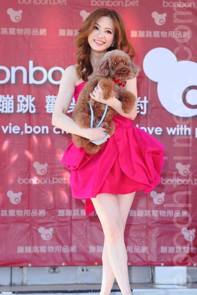刘真今(30)日在台北出席宠物专用湿纸巾品牌记者会。(丘普林/大纪元)
