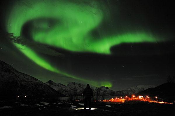 挪威北部特罗姆瑟市近郊的北极光(Rune Stoltz Bertinussen /AFP)