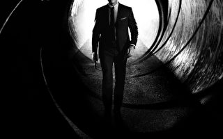 英国医生研究表示:007詹姆士•邦德酗酒过度,不可能有小说和电影中表现出的神勇。图为《007:空降危机》海报。(索尼提供)