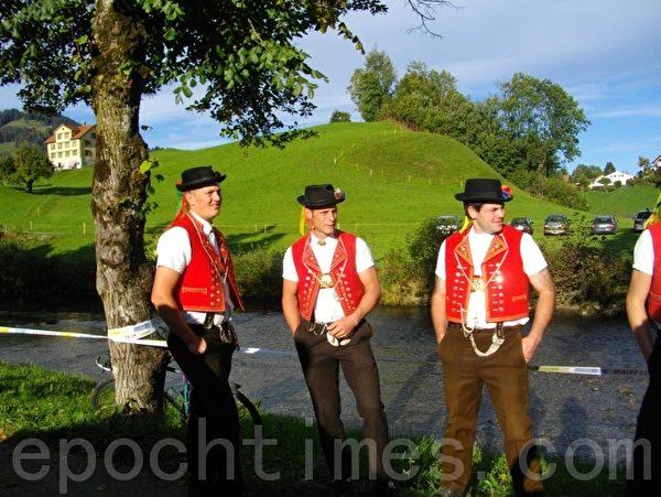 瑞士身穿民族服裝的青年(Julia/大紀元)