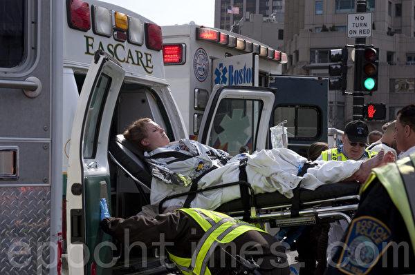 美國波士頓馬拉松爆炸案後急救現場(徐明/大紀元)