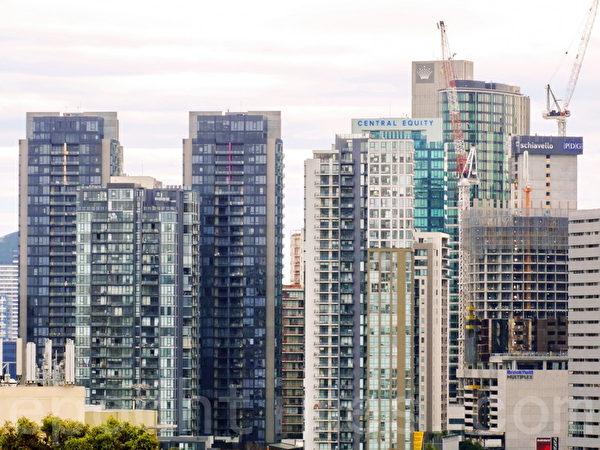 維省人口迅猛增長,墨爾本CBD的高層公寓也如雨後春筍般此起彼伏。(陳明/大紀元)