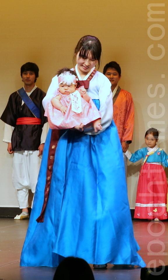 韓國傳統服飾展示。(林珊如/大紀元)