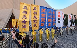 组图:香港退党大游行 大批陆客围观拍照
