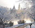 首场大雪后的加拿大首都渥太华银装素裹,宛若仙境。(任乔生/大纪元)