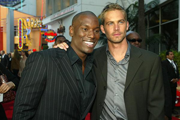 2003年6月3日,泰瑞斯•吉布森与保罗•沃克参加《速度与激情2》洛杉矶首映礼。(Kevin Winter/Getty Images)