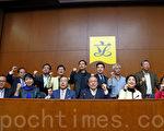 香港政府12月4日就2017特首選舉和2016立法會選舉正式啟動為期五個月的政改諮詢,政務司司長林鄭月娥表示,政改需根據《基本法》及中共全國人大常委會2004年的《解釋》,必須依法完成「五步曲」的程序,又稱行政長官人選要愛國愛港已經不言而喻,所以無需諮詢。(潘在殊/大紀元)