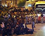 埃塞俄比亚外交部5日表示,被关押在利雅得集中营约10万埃塞俄比亚人都已被遣送回国了。图为11月13日被送往利雅得集中营的非法移民。(FAYEZ NURELDINE/AFP)