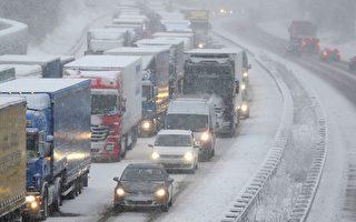 强烈冷气团12月6日袭击中欧及东欧,德国也因此交通大乱。(AFP)