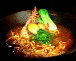 明虾、鲍鱼加麻辣汤底,是老板的私房菜。(诚食馆提供)