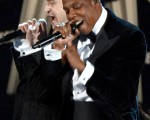 2013年2月10日,歌手Jay-Z(右)与贾斯汀在第55届格莱美颁奖礼上献唱。(Kevork Djansezian/Getty Images)