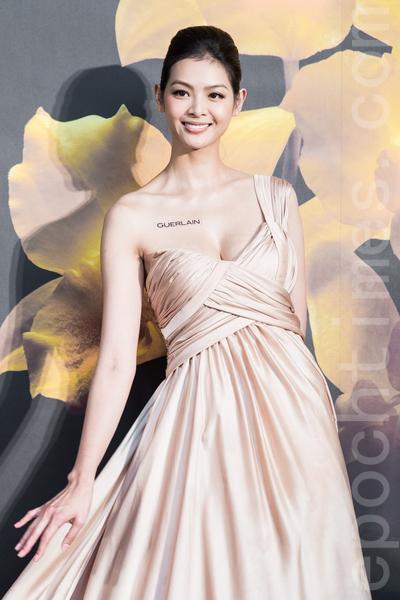 """名模林嘉绮12月9日于台湾台北市出席美妆新品发表会,她笑说:""""我现在最大的运动就是带小孩,是甜蜜的负担。""""(陈柏州/大纪元)"""