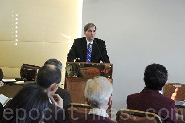 DAFOH 执行主任——来自美国的托斯坦•特瑞(Torsten Trey)在新闻发布会上。(李景行/大纪元)